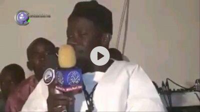 Cet homme chante son épouse et dédie sa poésie à toutes les femmes